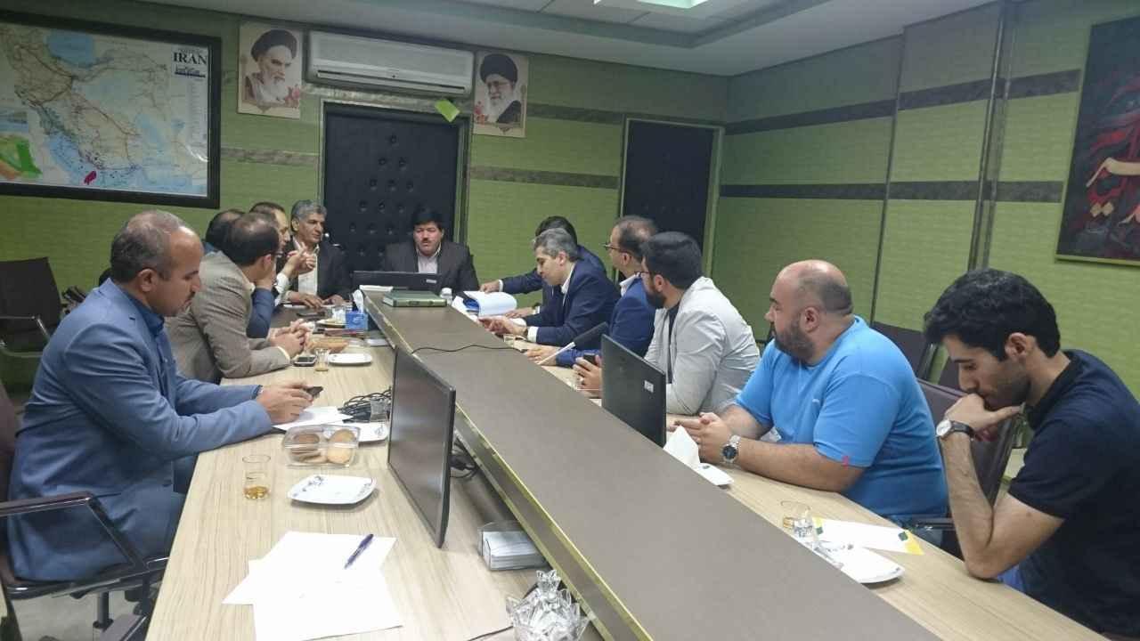 بررسی درخواست سرمایه گذاری در زمینه تاسیس گلخانه در استان ایلام